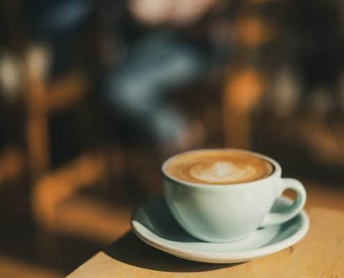 tasse à café blanche brasserie